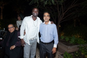 dubai photograher with singer Akon photo